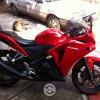 Honda CBR 250R roja